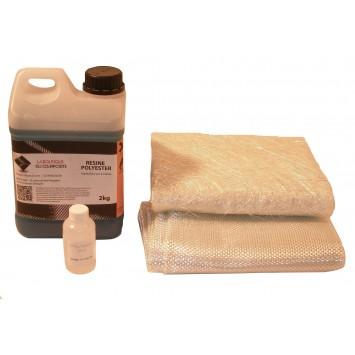 2kg de résine polyester + cata. + 2m2 de mat + 2m2 de roving.